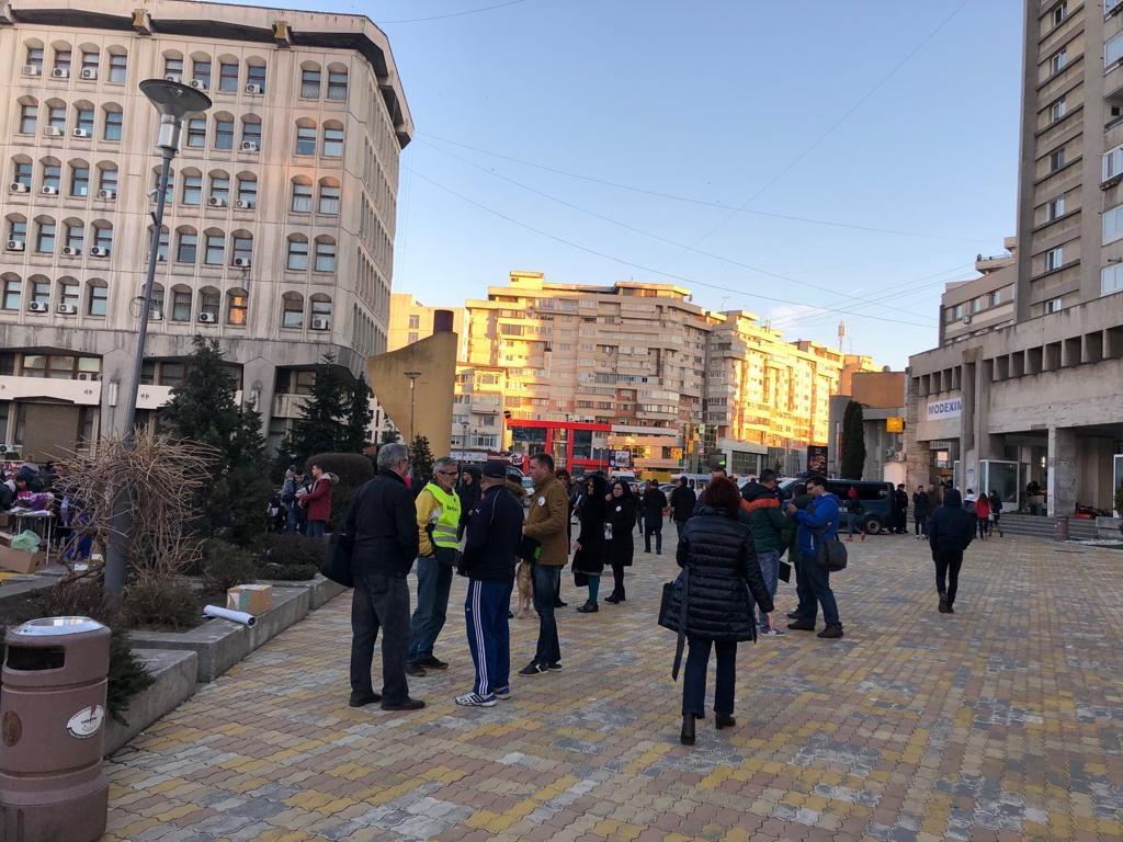 PROTEST fără ecou în Piața Vasile Milea