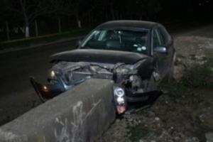 Încă un BMW s-a oprit într-un CAP DE POD!