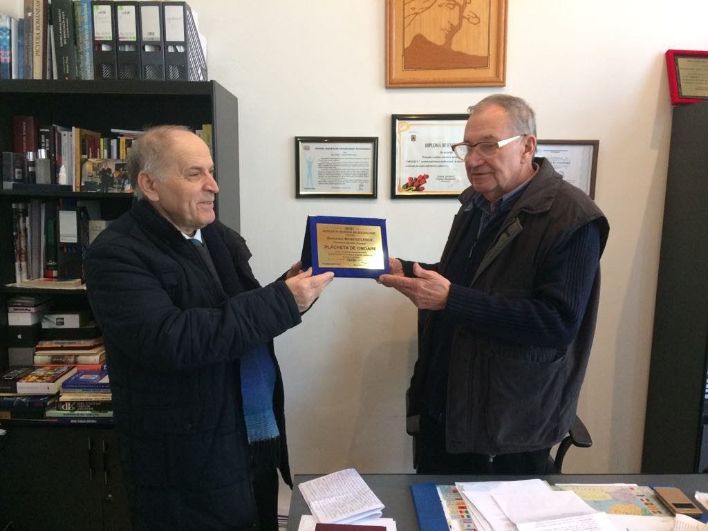 Sociologii îl omagiază pe directorul Mihai Golescu