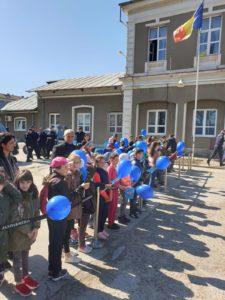 Cu sprijinul consilierului Mihai Georgescu, zeci de copii din Călineşti au fost la Jandarmerie