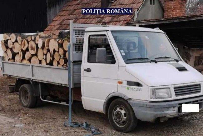 Transporta lemne cu un aviz fals