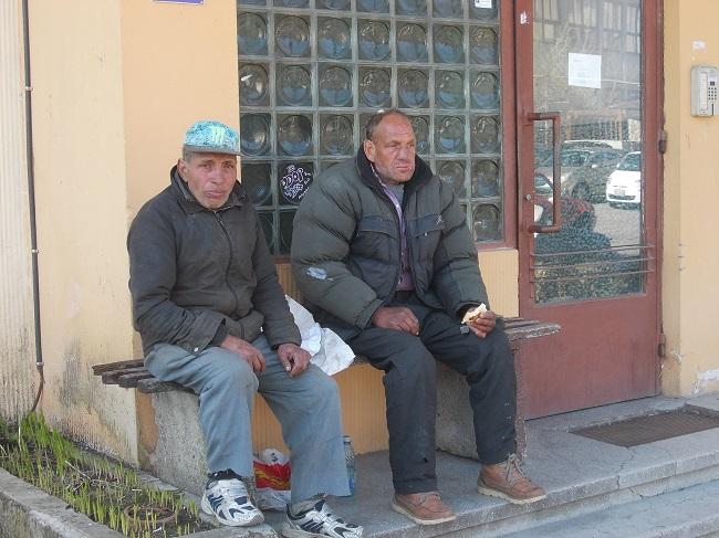 Jandarmeriţa milostivă a hrănit doi amărâţi