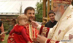 Părintele Horia, asaltat de enoriaşe