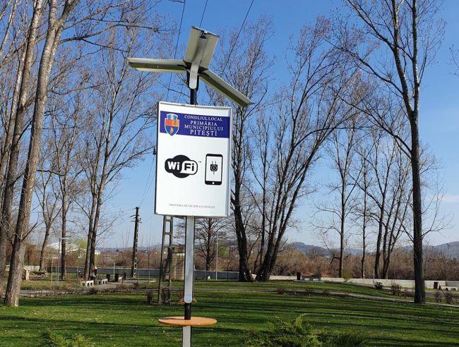 Internet gratis şi prize pentru încărcarea bateriei în Parcul Lunca Argeşului!
