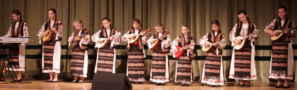 Cu mandolinele lor, fetiţele de la Albota au atins coarda sensibilă a publicului piteştean