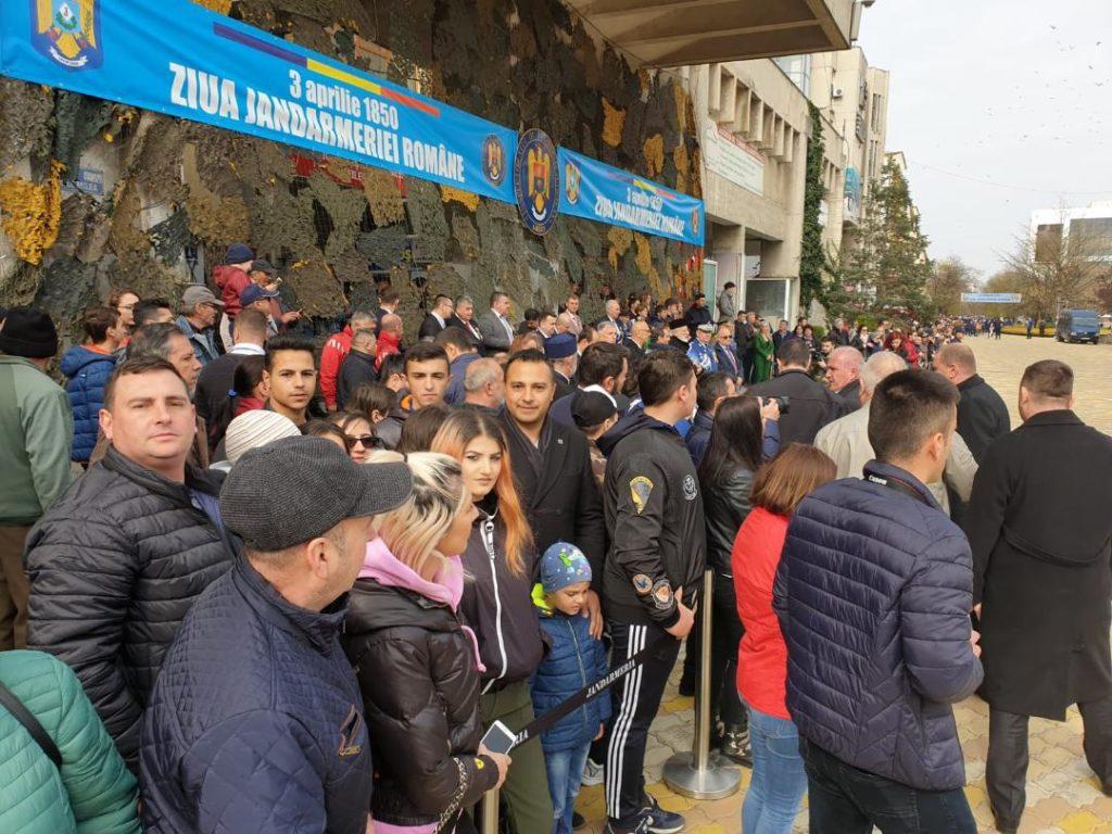Tinerii din Călineşti au participat la parada Jandarmeriei