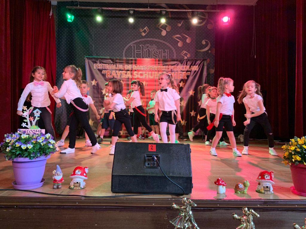 Festival în paşi de dans pentru preşcolari