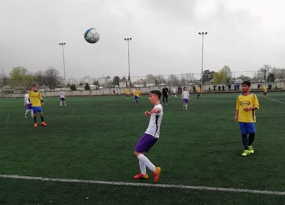 Marco, băiatul lui Dică, joacă  pentru FC Argeş la copii