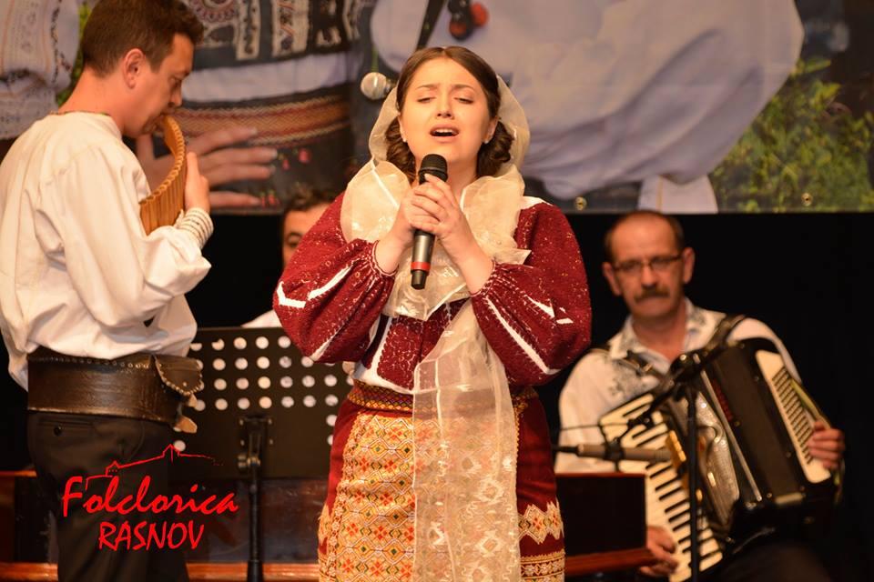 În Mehedinţi nu şi-a dezamăgit fanii, Iuliana, din nou strălucitoare!