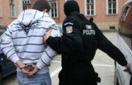 Hoţ de oglinzi auto, reţinut de poliţişti