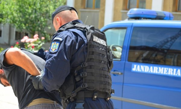 Intervenţia jandarmilor la Topoloveni, anchetată de Parchetul Militar