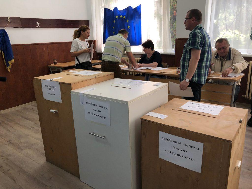 ORA 15: PREZENŢĂ MASIVĂ la VOT! În ŞAPTE JUDEŢE s-a trecut de 30%