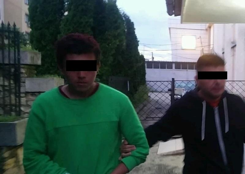 Suspectul, escortat spre arest