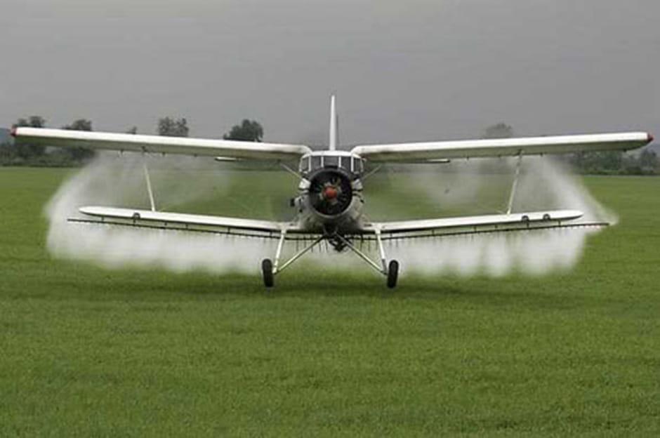 Dan Stroe aduce avionul la BRADU