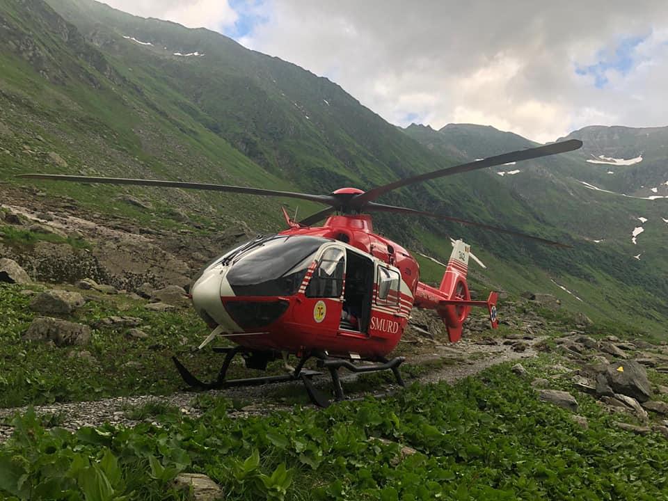 Turistă în prăpastie, a fost luată cu elicopterul SMURD!