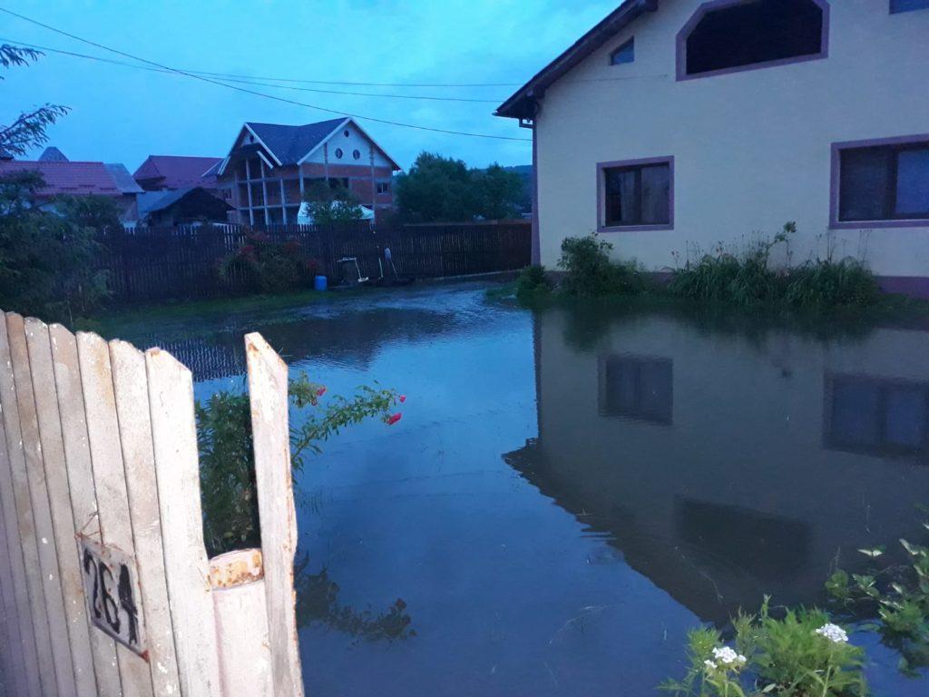 Inundații la Mihăești si Stâlpeni