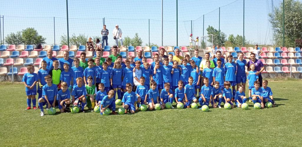 Copiii argeşeni iau lecţii de fotbal de la olandezi