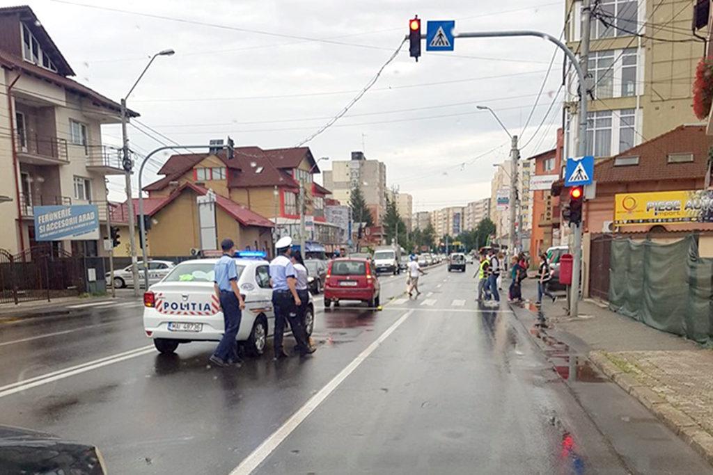 Şoferiţă PERICOL PUBLIC în Piteşti. A trecut pe roşu şi a călcat o femeie!