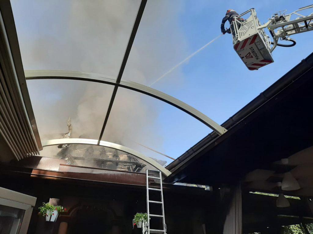 Restaurant în flăcări la Curtea de Argeş
