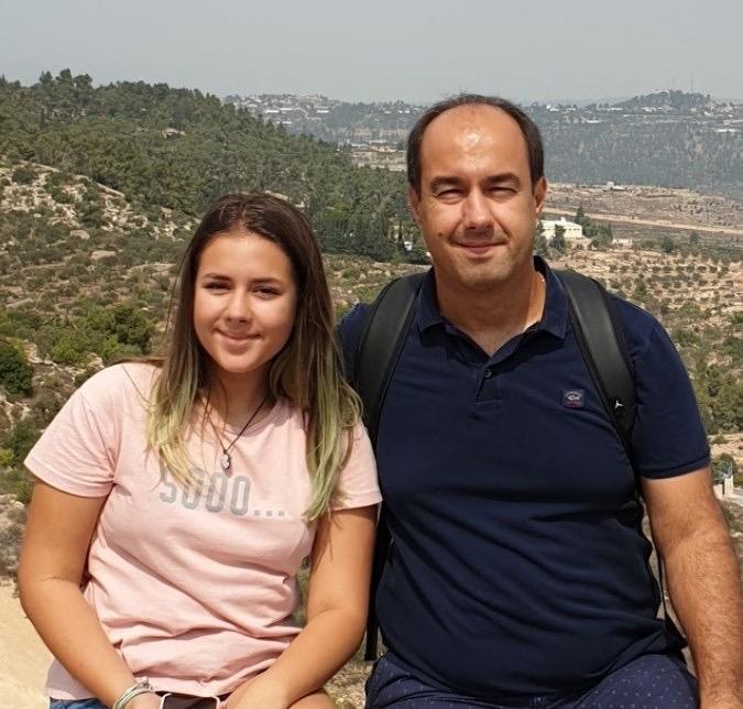 Fiica viceprimarului Apostoliceanu îi calcă tatălui pe urme