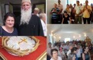 La Măniceşti, sute de oameni în noua biserică