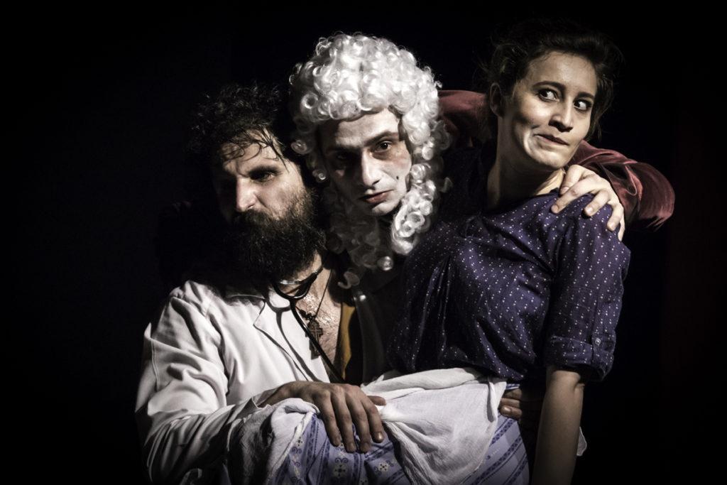 Comedie de Molière jucată în curţile sătenilor din Argeş!