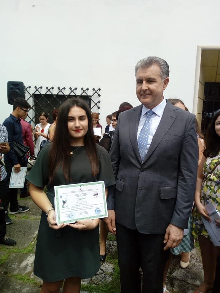 Elevi din Mioveni, premiaţi de Casa Regală