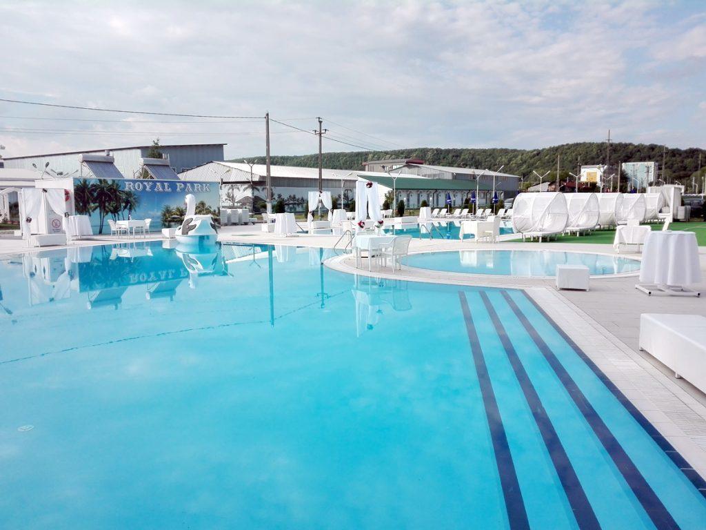Unde ne răcorim, la piscine de stat sau private?