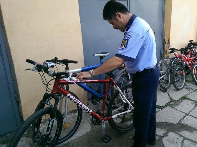Trei ciumălăi au furat patru biciclete