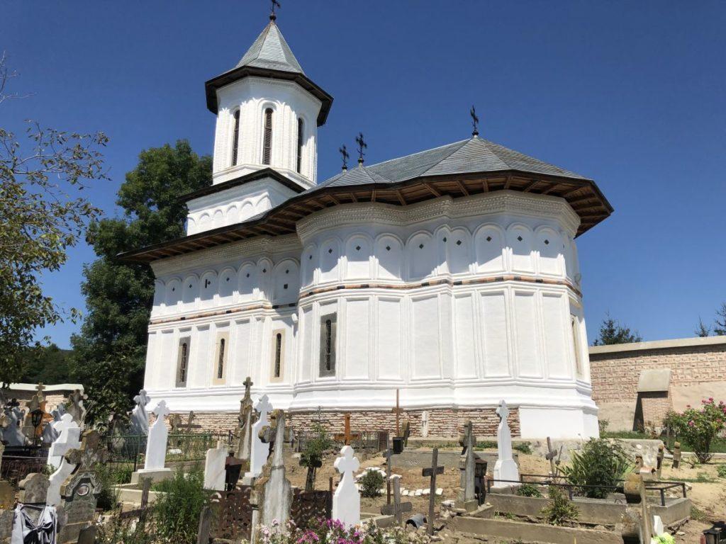 Biserica din Băjeşti, la 500 de ani!