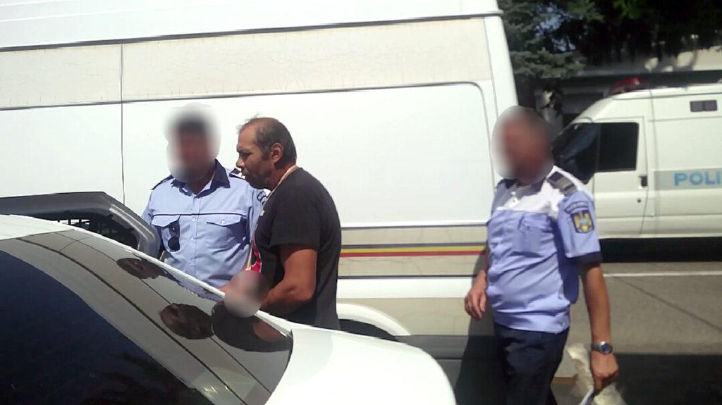 Bărbatul tăiat cu drujba, în arest la domiciliu