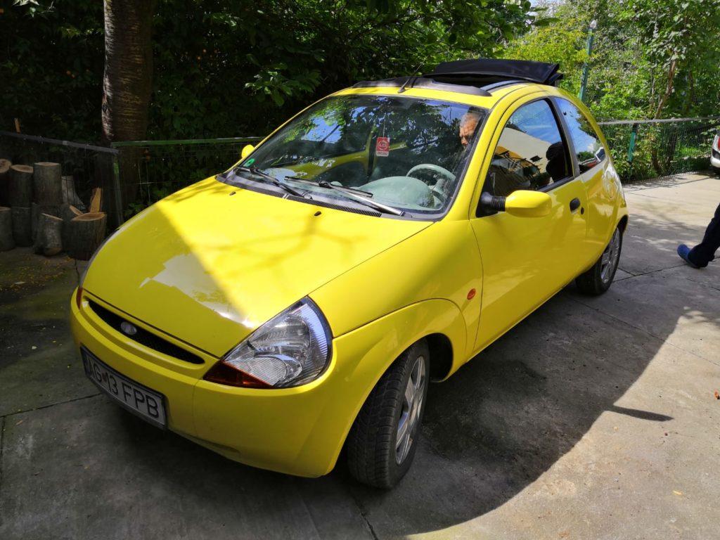 VÂND Ford Ka, fabricaţie oct. 2006, motor 1,3 benzină, AC, trapă electrică, parbriz încălzit, ţinută în garaj, impecabilă. ITP, asigurare la zi, instalaţie GPL omologată. Preţ 7000 lei. Tel. 0765711738.