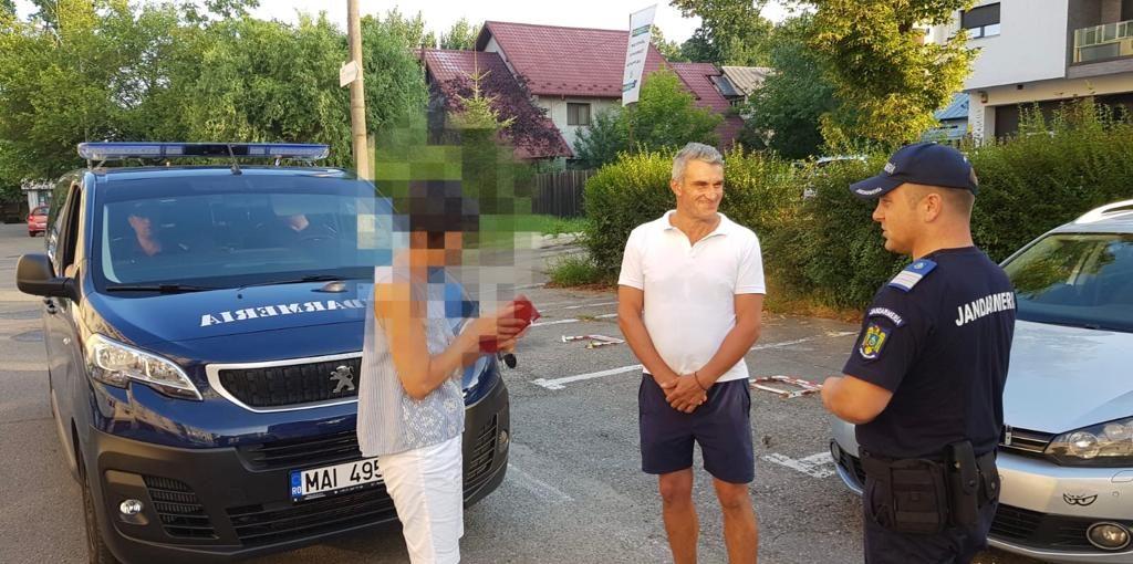 Surpriza serii! Jandarmii i-au adus portofelul acasă: avea bani, bonuri de masă şi multe carduri bancare