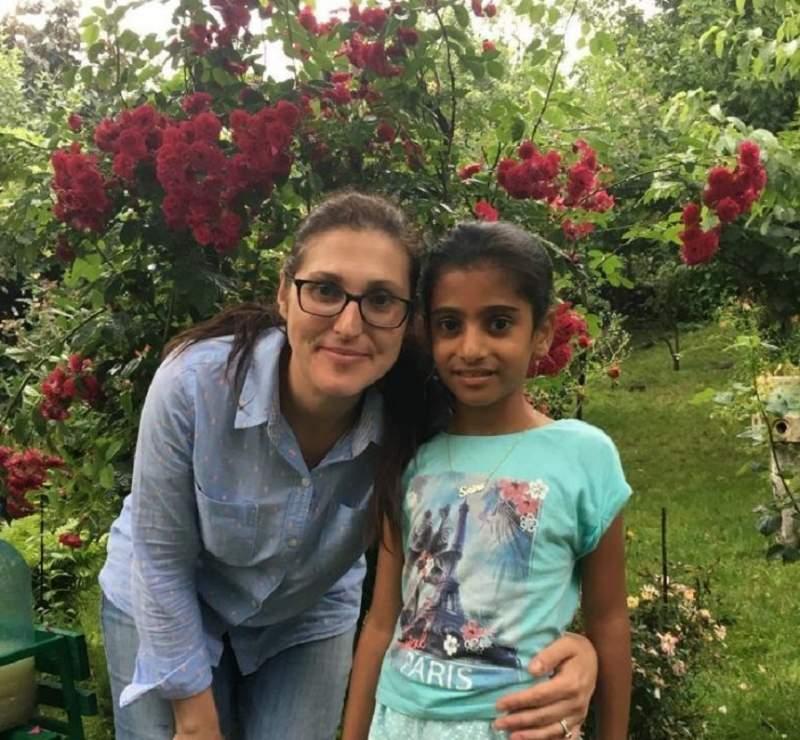 Una dintre imaginile cu Sorina şi mama adoptivă de pe Facebook-ul jurnalistei Ioana Dogioiu