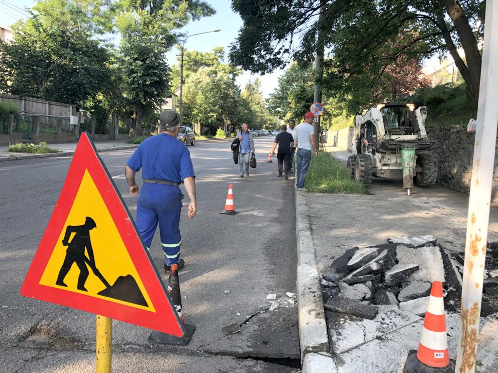 În ce ritm se mai repară străzile din Piteşti?