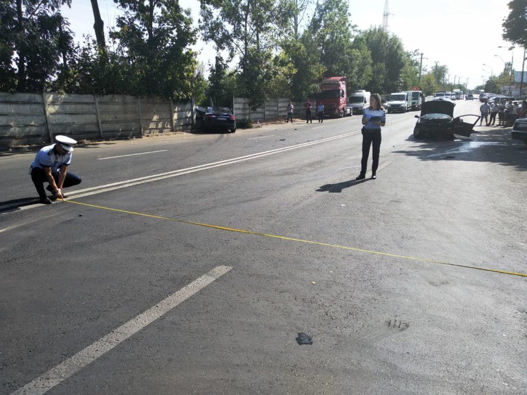 A distrus un Jaguar! Șoferul din Pitești, încarcerat în mașina de lux