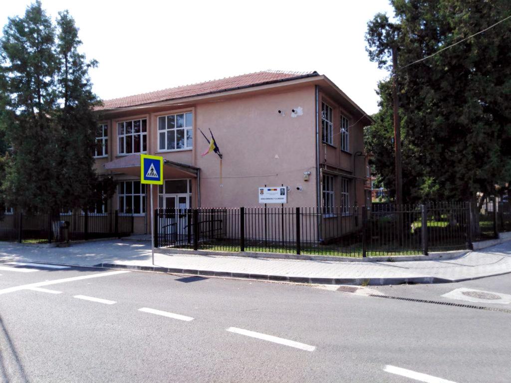 Şcoală din Câmpulung în pericol de desfiinţare