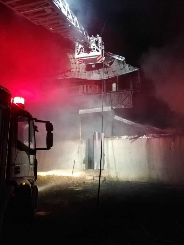 Butelia a distrus o casă la Mălureni