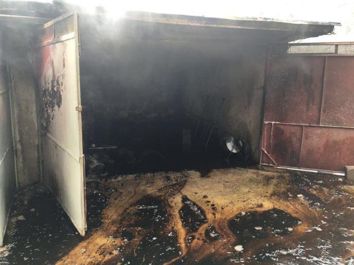 Garajul a luat foc cu maşinile înăuntru!