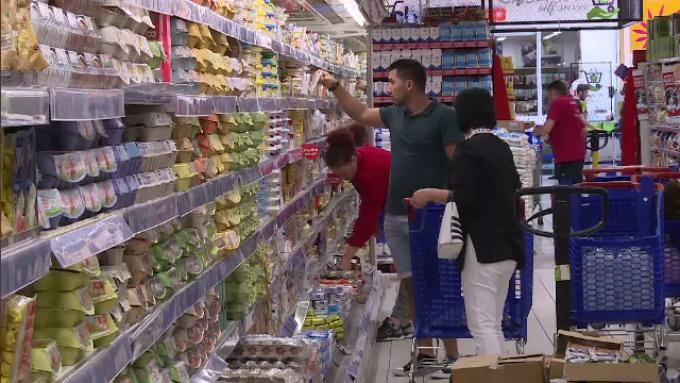 Cum rezistă micile magazinele de proximitate din Pitești în fața marilor retaileri