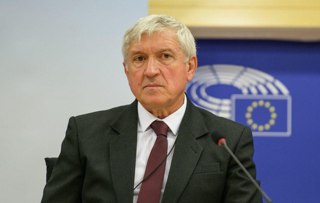 Mircea Diaconu îşi depune  candidatura la preşedinţia României