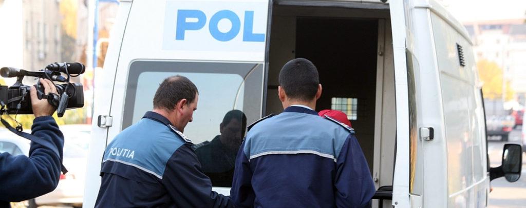 Fost poliţist de la rutieră, reţinut şi pus sub control judiciar pentru evaziune