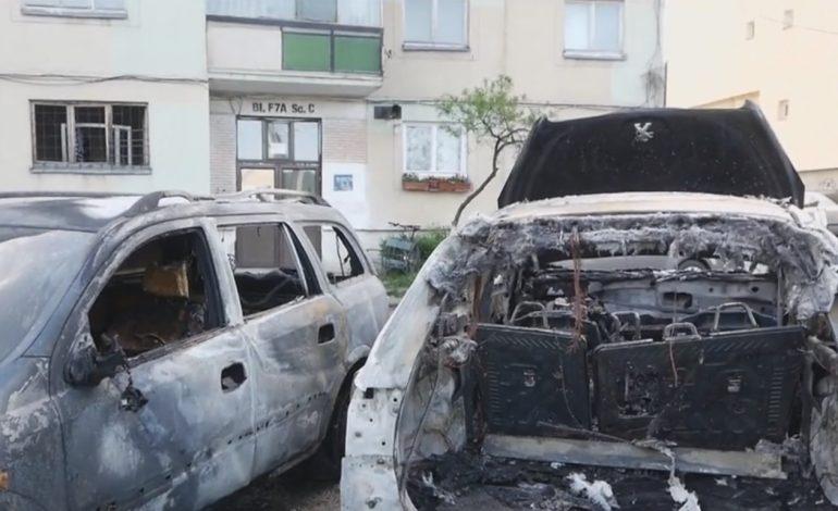Maşină vandalizată la Curtea de Argeş