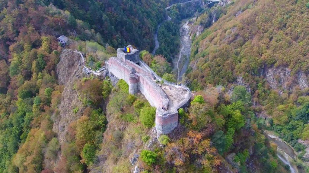 Cetatea Poenari: şi închisă, şi nereparată!