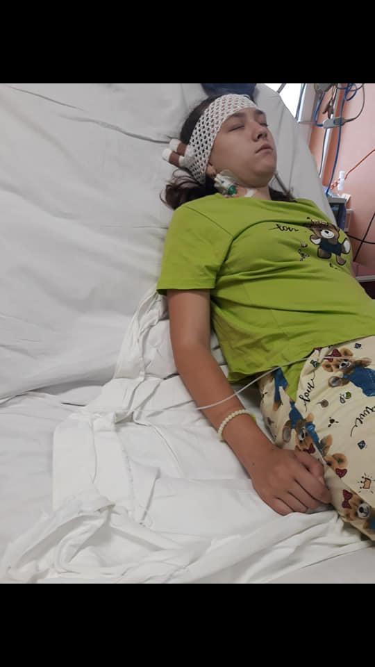 Apel umanitar pentru o elevă ţintuită la pat din cauza unei infecţii