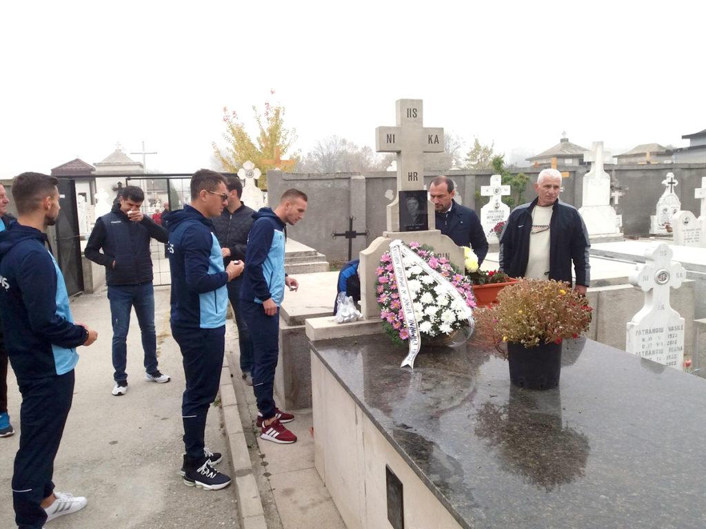 Fotbaliștii de la FC Argeș, la mormântul Gâscanului