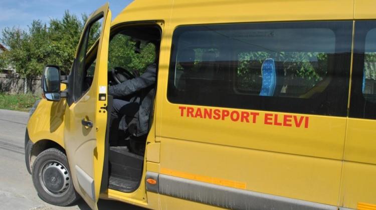 Peste 90.000 de elevi în 85 de microbuze școlare