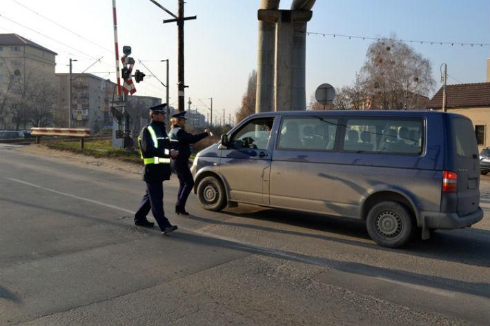 Echipaje de poliție la treceri de cale ferată în Argeș