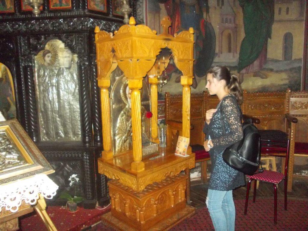 Sfântul Nectarie revarsă binefacerile sale asupra argeşenilor