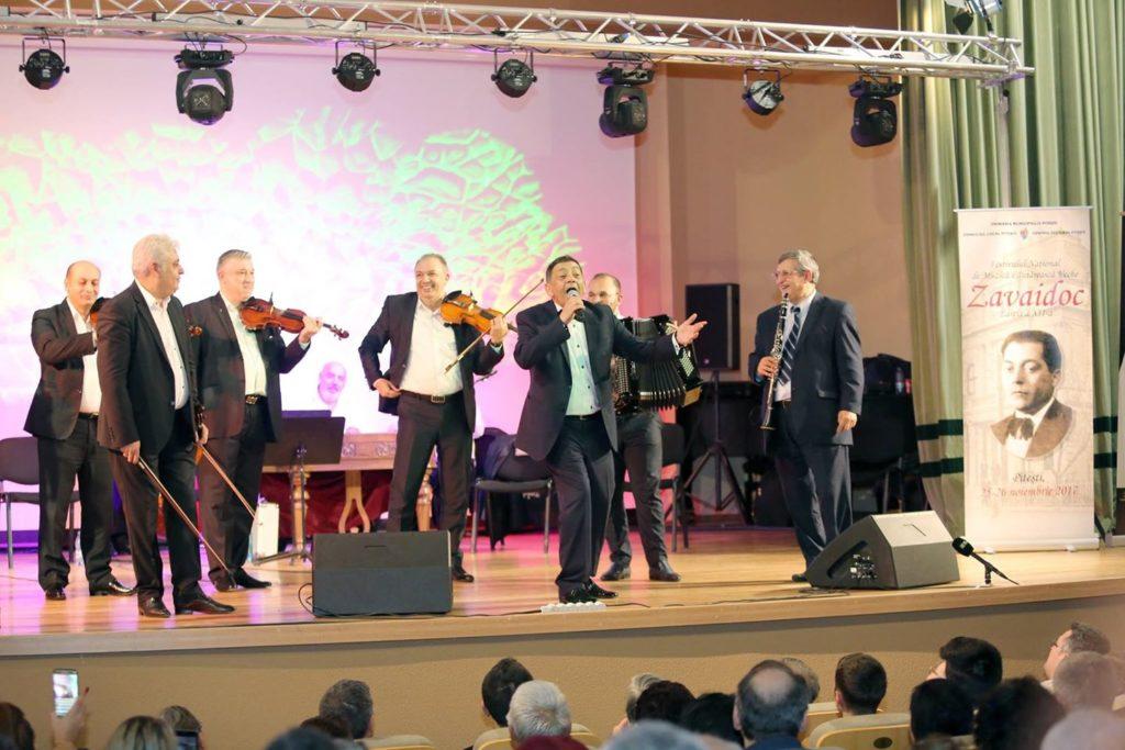 Alegeri prezidențiale pe muzică lăutărească la Pitești